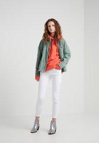 CLOSED - BAKER - Slim fit jeans - white - 1