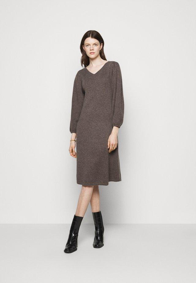 LINE LONG DRESS - Gebreide jurk - heather brown