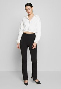 Nly by Nelly - CROPPED ZIP HOODIE - Zip-up hoodie - white - 1