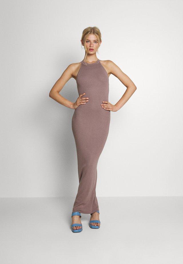 HALTER DRESS - Robe longue - mocha