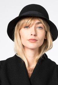 HALLHUBER - Hat - schwarz - 0