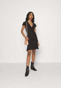 ONLY - ONLVALENTINA FIXED WRAP DRESS - Jerseykjole - black/ditsy - 1