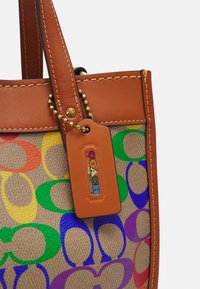Coach - PRIDE SIGNATURE TOTE - Handbag - tan natural/multi - 3