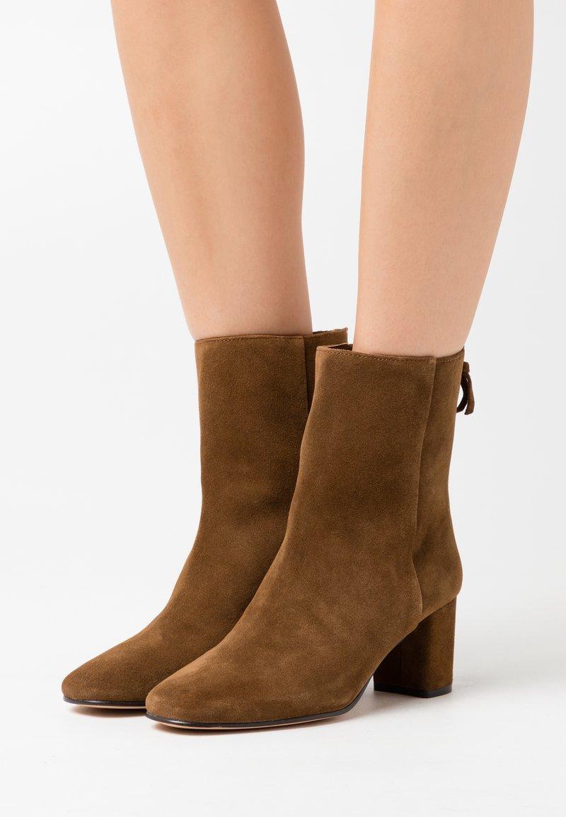 J.CREW - MINIMAL MCKAY - Classic ankle boots - rich walnut