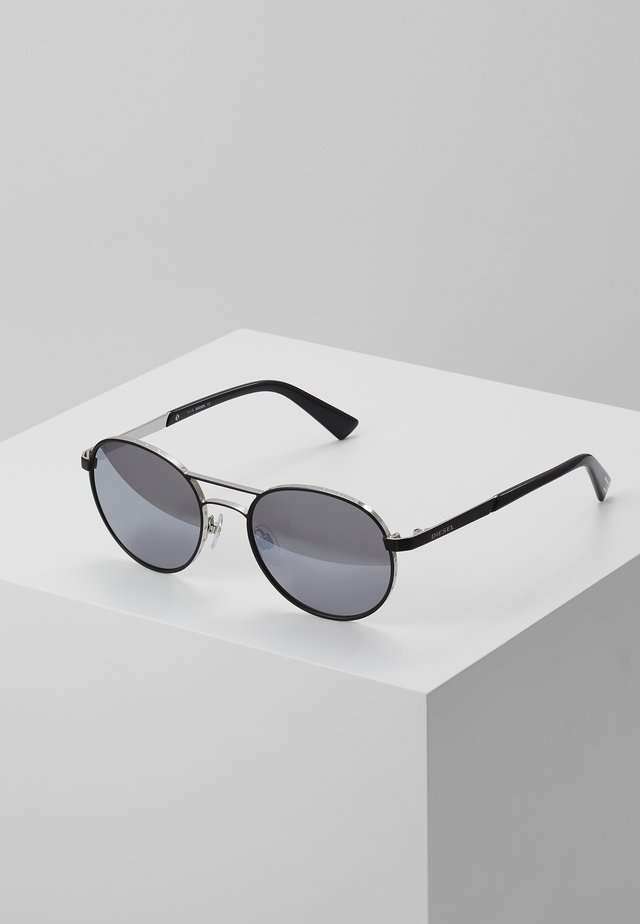 DL02655217C - Sunglasses - matte gunmetal/ green