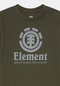 Element - VERTICAL BOY - Print T-shirt - forest night - 2