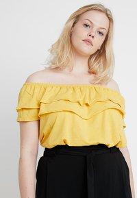 New Look Curves - DOUBLE RUFFLE BARDOT 2 PACK  - Print T-shirt - black/mustard - 2