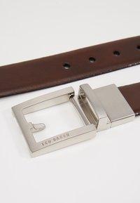 Ted Baker - BROSNEN XOOM REVERSIBLE FIXED PRONG BELT - Belt - xchocolate - 2