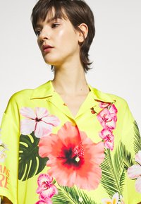 Versace Jeans Couture - LADY SHIRT - Button-down blouse - yellow - 4