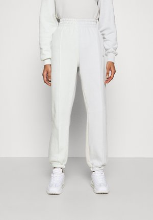 Tracksuit bottoms - spruce aura/light bone