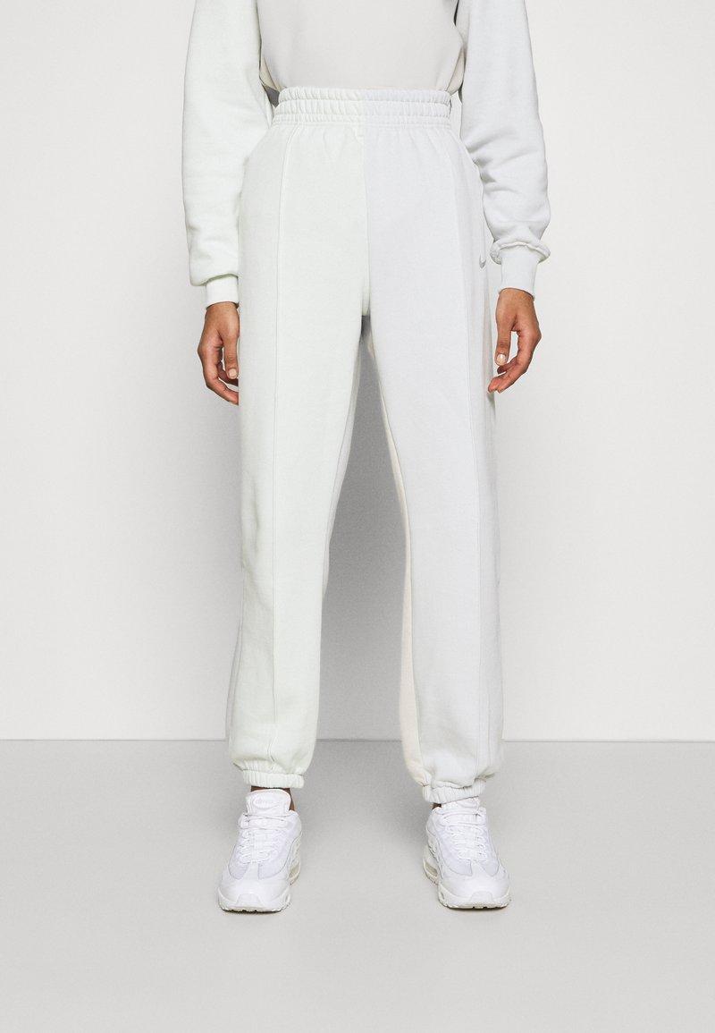 Nike Sportswear - Tracksuit bottoms - spruce aura/light bone