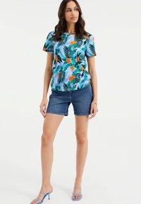 WE Fashion - Print T-shirt - light blue - 1