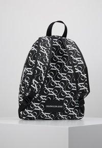 Calvin Klein Jeans - MIRRORED CAMPUS BACKPACK  - Batoh - black - 3