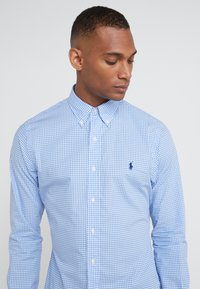 Polo Ralph Lauren - NATURAL SLIM FIT - Shirt - blue/white - 4
