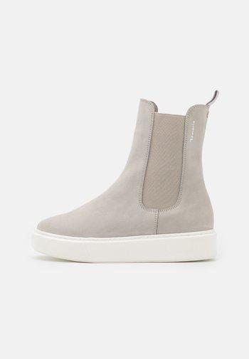 Kotníkové boty na platformě - soft grey