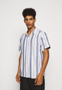 Les Deux - SIMON - Shirt - offwhite / cobalt blue - 0