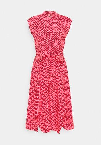 KRUTIE SLEEVELESS CASUAL DRESS - Robe chemise - bright hibiscus/white