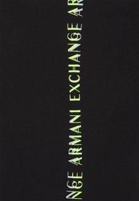 Armani Exchange - Triko spotiskem - black - 5