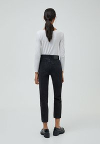 PULL&BEAR - MOM - Relaxed fit jeans - black - 2