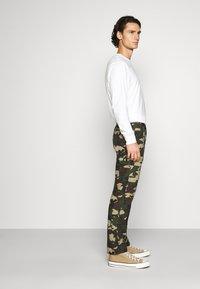 Dickies - EDWARDSPORT - Cargo trousers - olive/beige - 4