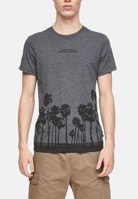 QS by s.Oliver - Print T-shirt - black placed print - 3