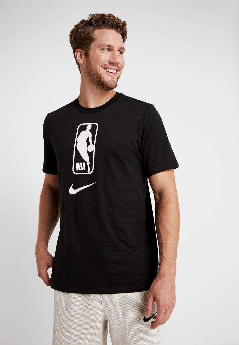Nike Performance - NBA DRY TEE - T-shirt z nadrukiem - black/white