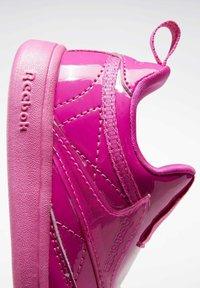 Reebok Classic - CLUB C SLIP ON III FOUNDATION TENNIS - Sneakers laag - pink - 9