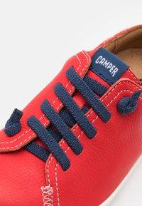 Camper - PEU CAMI  - Volnočasové šněrovací boty - bright red - 5