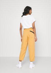 Nike Sportswear - Pantalon classique - bucktan - 2