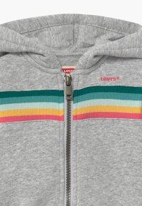 Levi's® - FULL ZIP HOODIE - Mikina na zip - light gray - 2