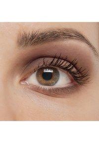 IsaDora - SINGLE POWER EYESHADOW - Eye shadow - black plum - 3