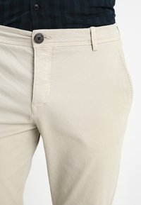 Selected Homme - SLHSKINNY LUCA  - Chinos - silver lining - 3