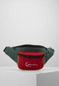 Karl Kani - SIGNATURE BLOCK WAIST BAG - Heuptas - red/green/yellow - 0