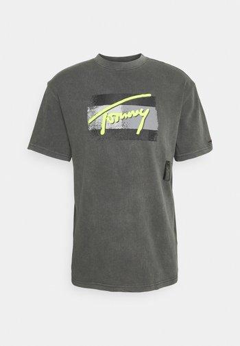 FADED FLAG SCRIPT TEE UNISEX - Print T-shirt - black