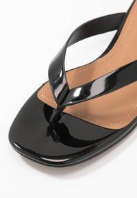 Who What Wear - CALI - Sandalias de dedo - black - 2