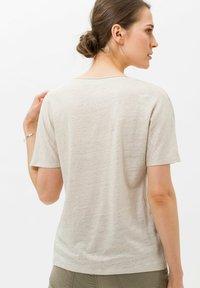 BRAX - STYLE CAELEN - T-shirt basique - beach - 2