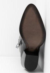 KARL LAGERFELD - KAVALIER STUD LEG - Kovbojské/motorkářské boty - black/silver - 6