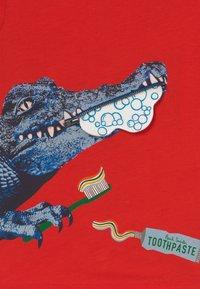 Paul Smith Junior - ADAM - Print T-shirt - scarlett red - 3