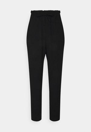 VMKENDRAKARINA PANT TALL - Trousers - black