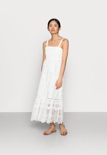 LORETTA SHIRRED MIDI DRESS - Robe longue - porcelain