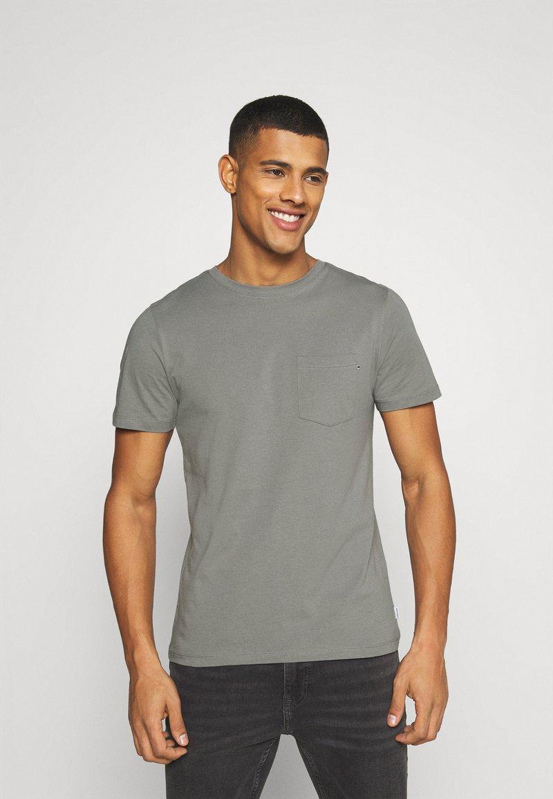 Jack & Jones - JJEPOCKET  - T-shirt - bas - sedona sage
