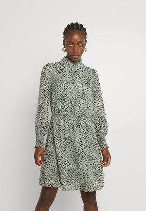 ONLSTAR HIGHNECK SMOCK DRESS - Vardagsklänning - seagrass