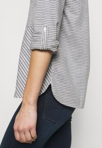 Barbour - LONGSHORE  - Button-down blouse - cloud/navy - 3