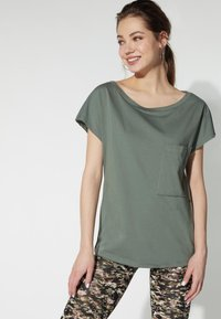 Tezenis - BRUSTTASCHE - Basic T-shirt - light military - 0