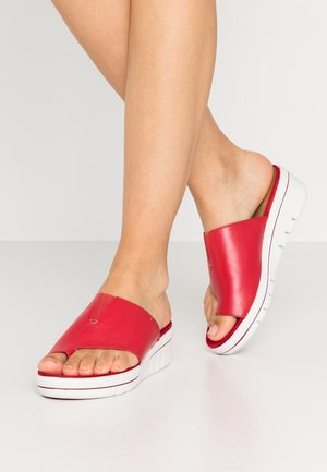 Heeled mules - chili