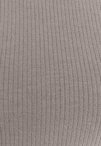 Zign - Pouzdrové šaty - mottled grey - 6