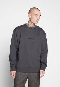Mennace - ESSENTIAL REGULAR SIGNATURE - Sweatshirt - charcoal - 0