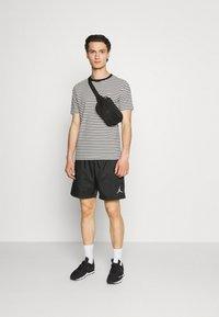 Jordan - JUMPMAN POOLSIDE - Short - black/white - 1