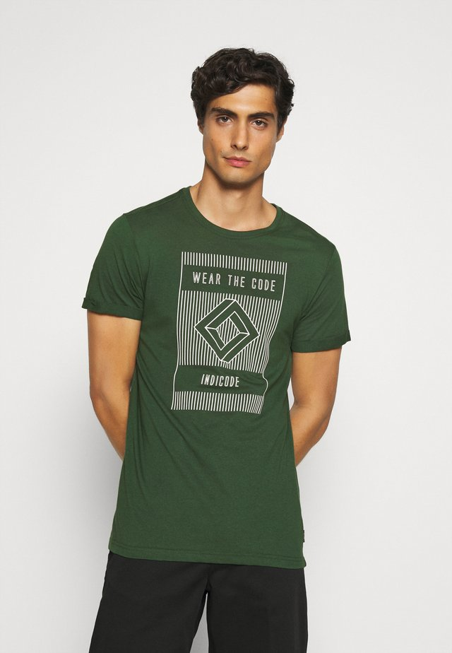EASON - Print T-shirt - pineneedle