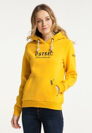 OSTSEE - Hoodie - senf